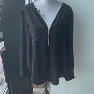 Lightweight blouse with zip front